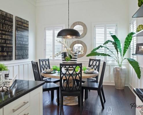 Кухню украшают широколистная геликония