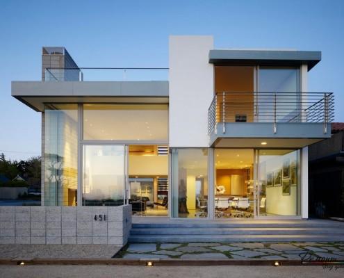 Дом в стиле минимализм с металлическими элементами