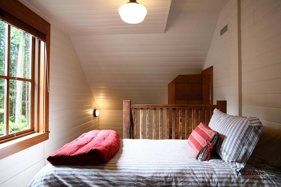 Разно уровневый потолок не для малой спальниНе забываем о возможностях прикроватных тумбочек