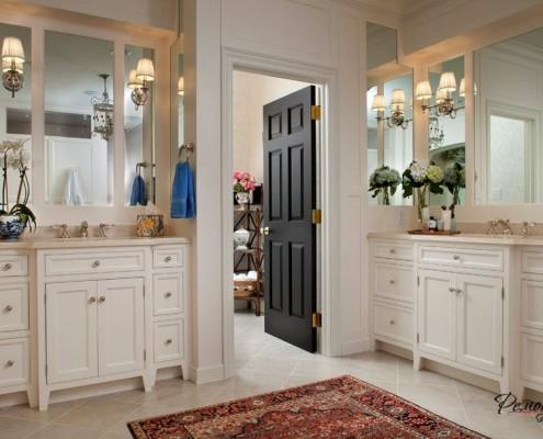 Простейший способ защиты дверей от влаги – покраска дверей