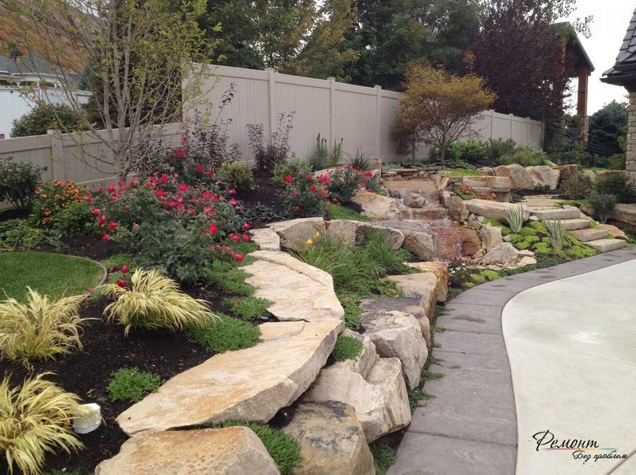 Природный камень обычно используется в качестве подпорных стенок