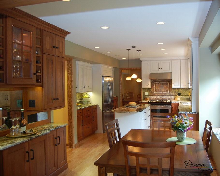 Красивая кухня в стиле классика с деревянной мебелью