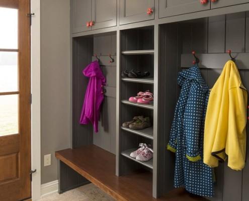 Учитывая скромные размеры прихожей, мебель должна быть малогабаритной