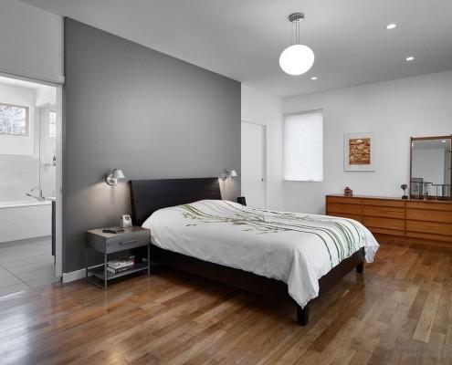Сочетание серого и черного цветов в интерьере спальни