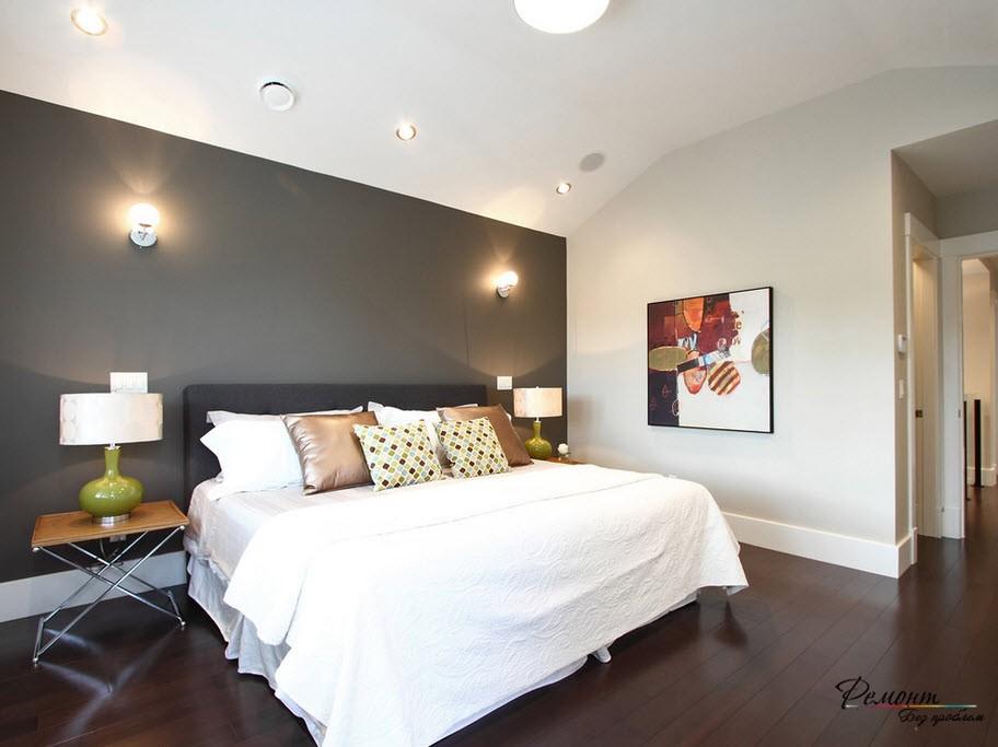 Черная акцентная стена в интерьере спальни