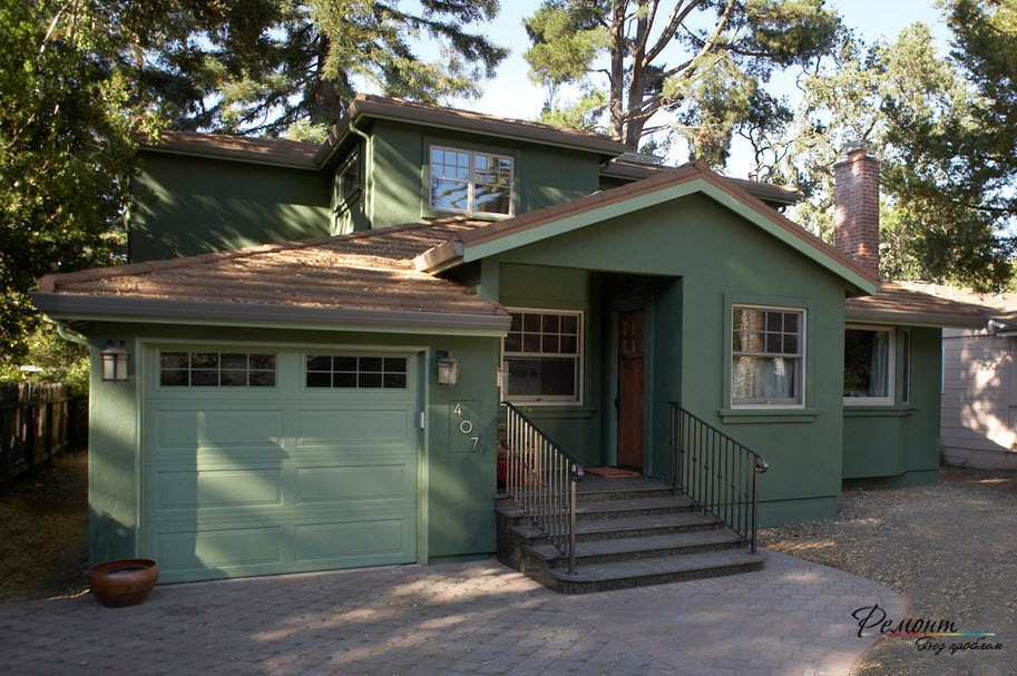 Можно выбрать спокойный оттенок зеленого цвета для отделки фасада дома