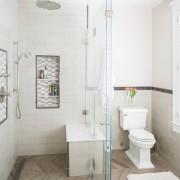 Чистота белой ванны