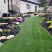 Красиво оформленный газон - залог успешного дизайна