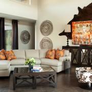 Солнечные декоративные подушки и картина