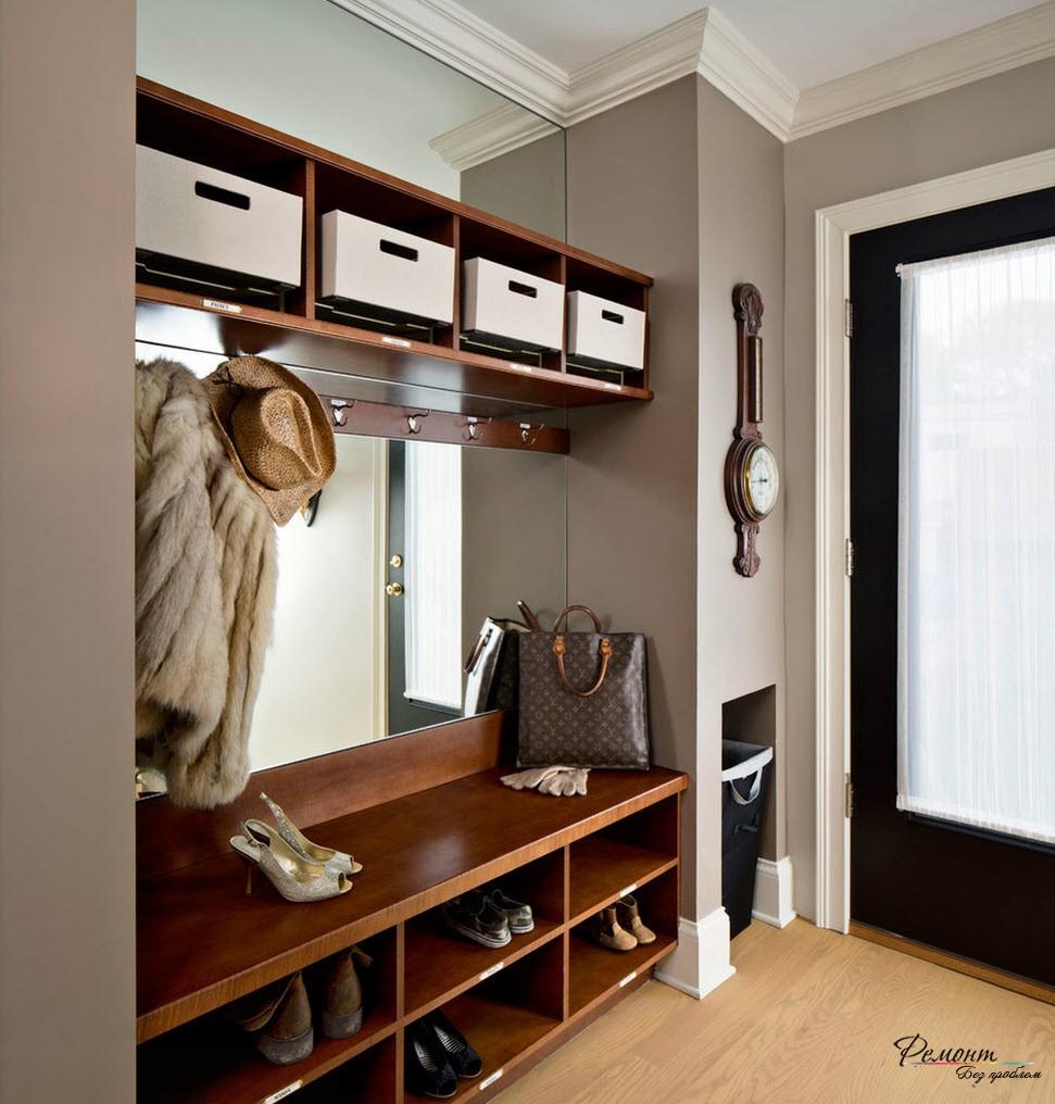 Превосходным средством визуального увеличения пространства служит установка зеркала на одной из стен