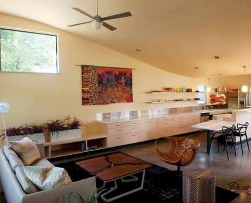 Объединенное пространство гостиной и кухни разбивается на функциональные зоны