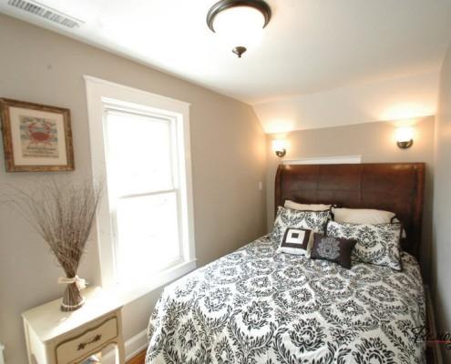 Мебель в маленькой спальне играет решающую роль