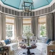 Необычный потолок в круглой гостиной