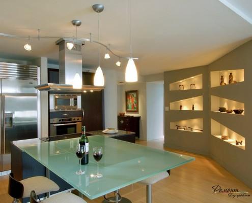 Кухня с декоративными нишами