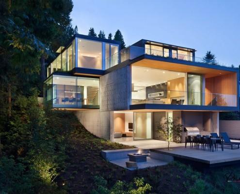 Минималистический стиль и много стекла