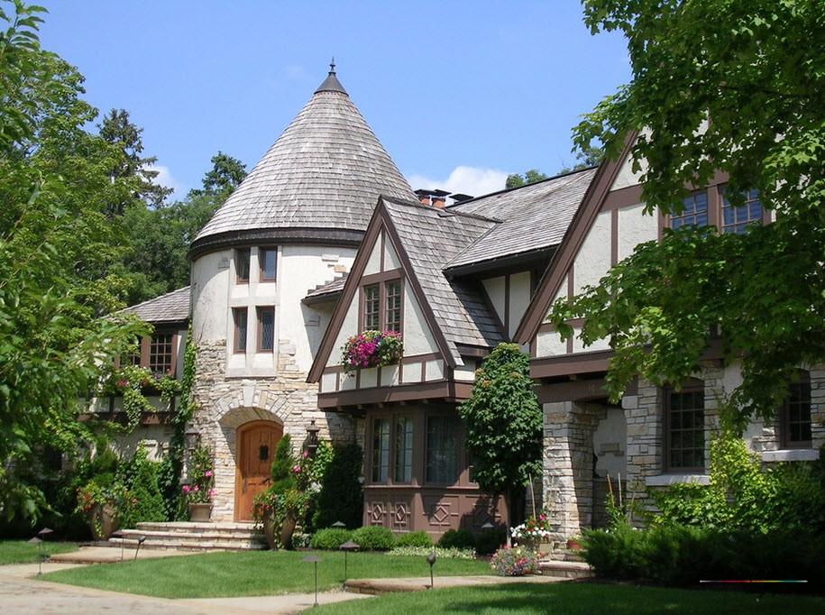 Благородный дом с фронтонами