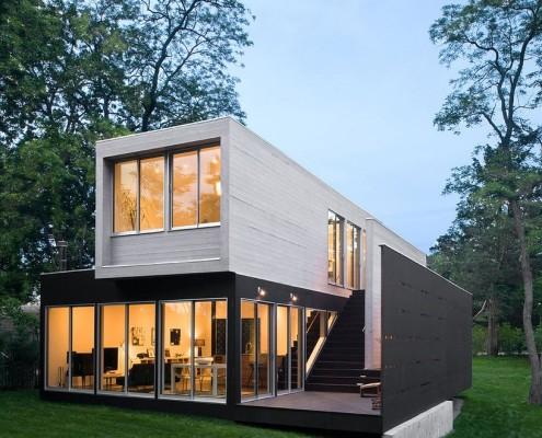 Дом с плоской крышей и газоном