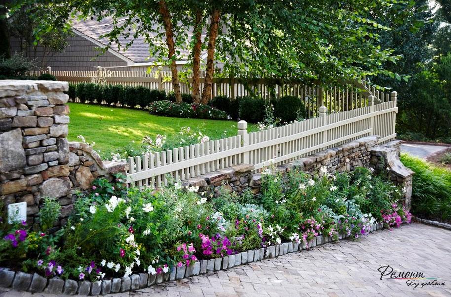 Красивый забор частных и загородных домов: стильный дизайн на фото