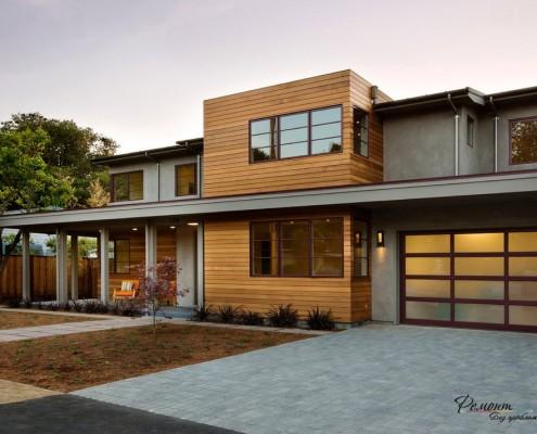 Строение с деревянными элементами