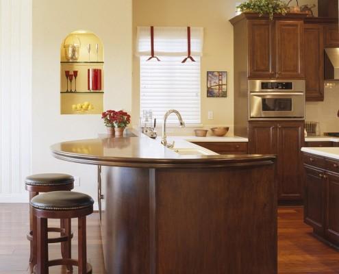 Декоративная ниша в стене кухни