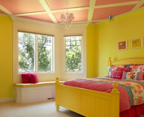 • Желтый цвет приносит в комнату чувство бодрости, радости жизни, веры в себя