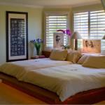Спальная комната с двумя кроватями