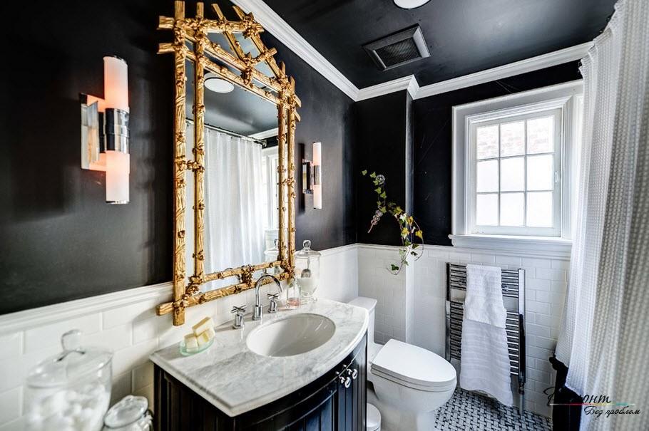Черный потолок в ванной комнате шикарен в черно-белом классическом сочетании