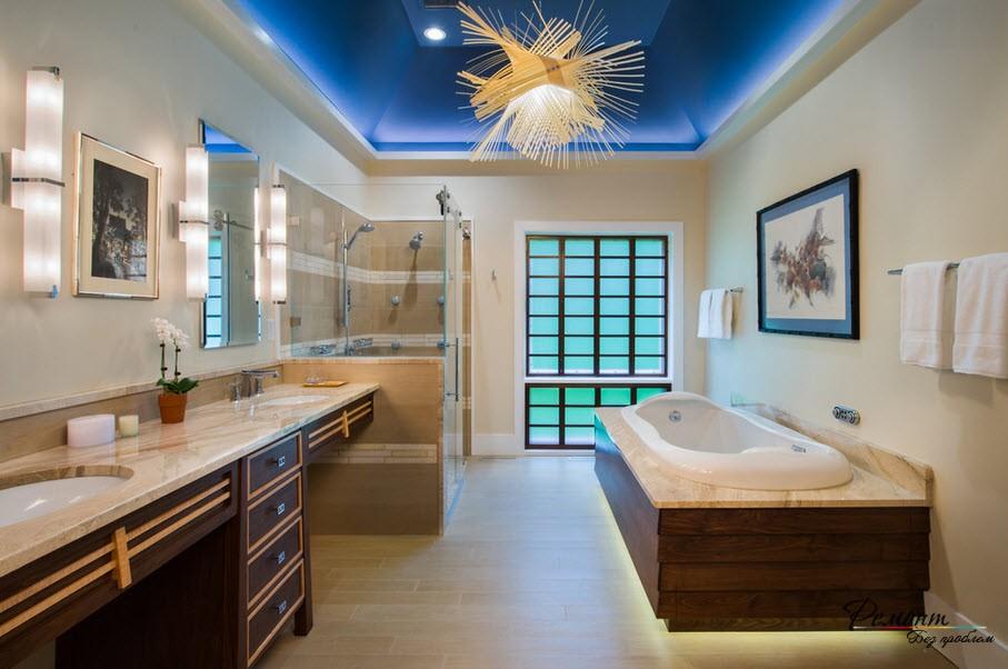 Шикарный интерьер ванной комнаты с зонированным освещением