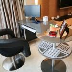 Где лучше поставить компьютерный стол в гостиной