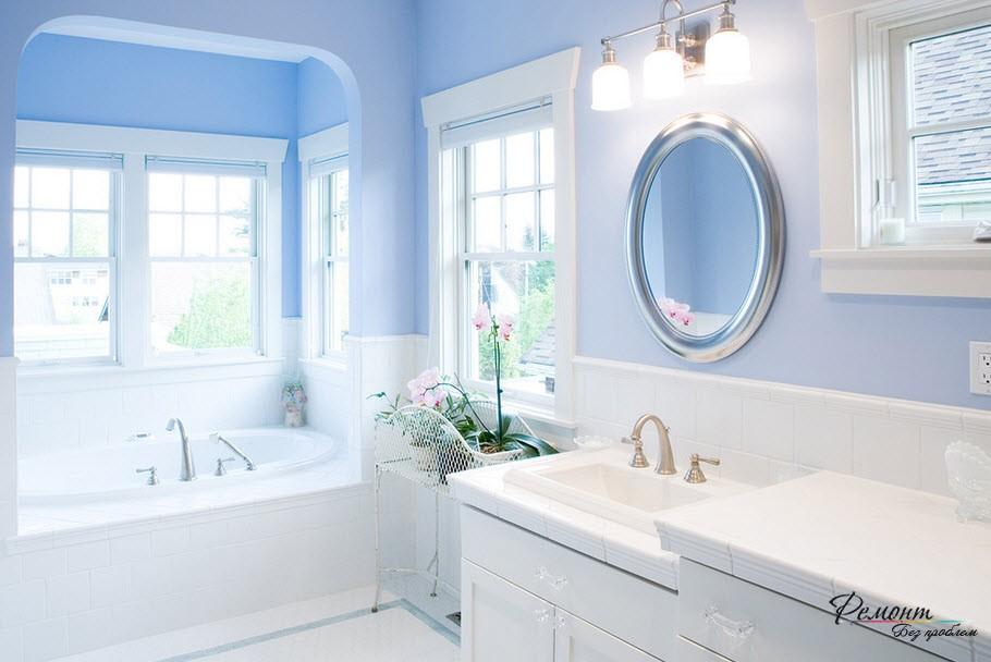 Интерьер ванной комнаты с использованием красивого голубого оттенка