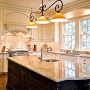 Решетчатые окна на кухне