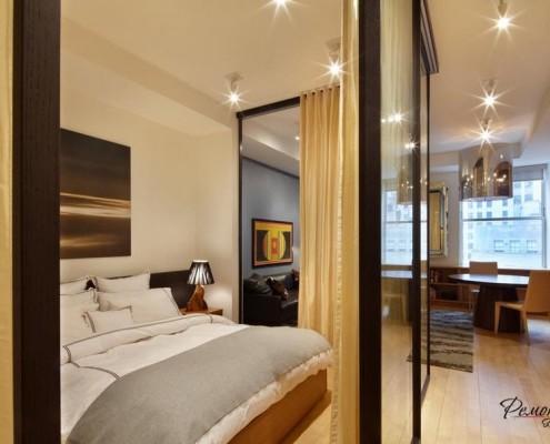 Зеркальная перегородка в спальне
