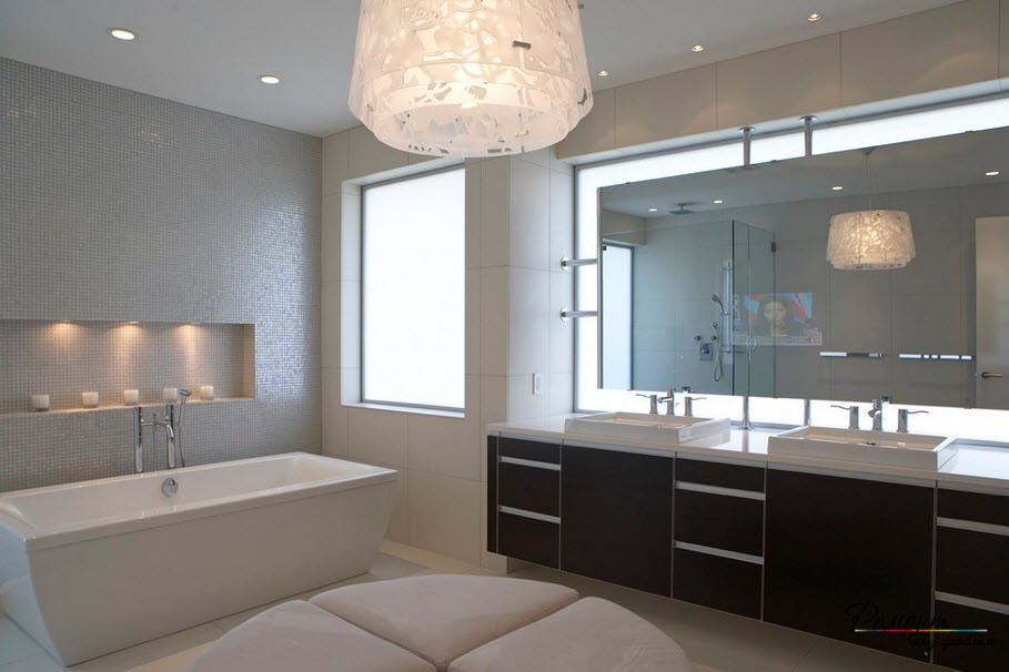 Световое зонирование необходимо в ванной комнате, особенно, если она просторная