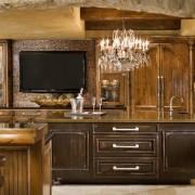 Большой телевизор на кухне