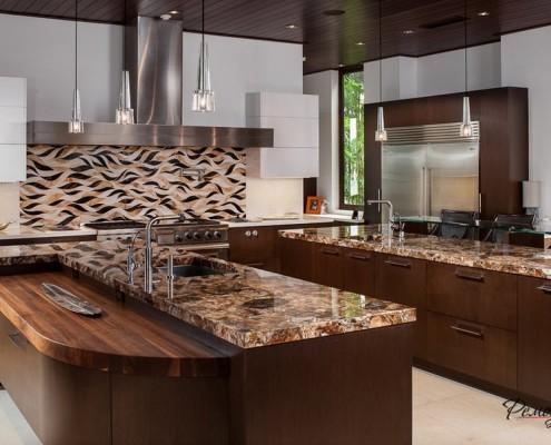 Кухонный фартук с волнообразными узорами