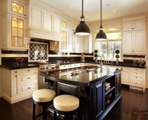 Черный кухонный стол