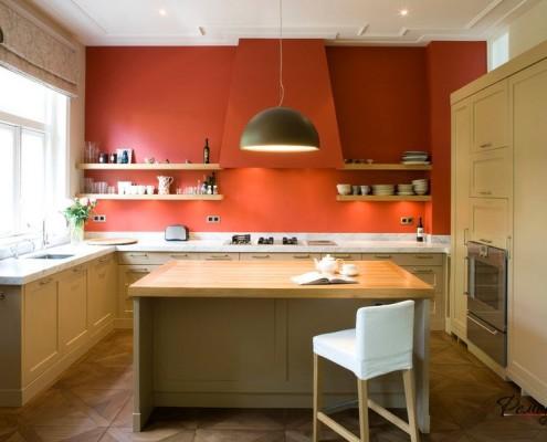 Красная кухонная вытяжка