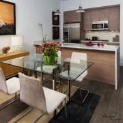 Холодильник, встроенный в кухонный гарнитур - стильно и удобно