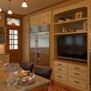 Большой монитор в мебели кухни