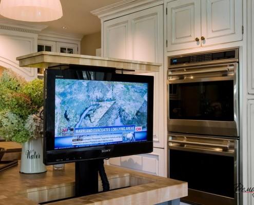 Складной телевизор на кухне