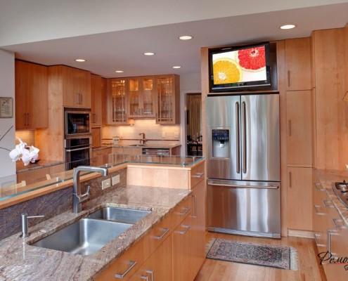 Телевизор на холодильнике
