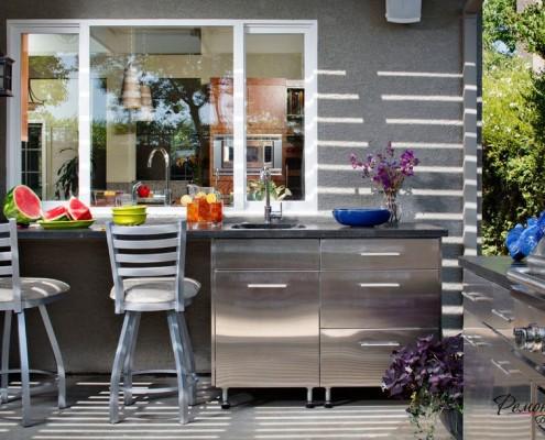 Кухня, дополняющая общий стиль дома