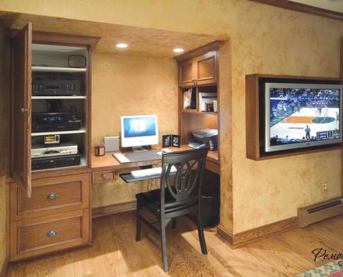 Компьютерный стол с высоким шкафом