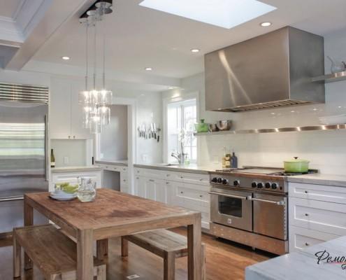 Классическая кухонная вытяжка