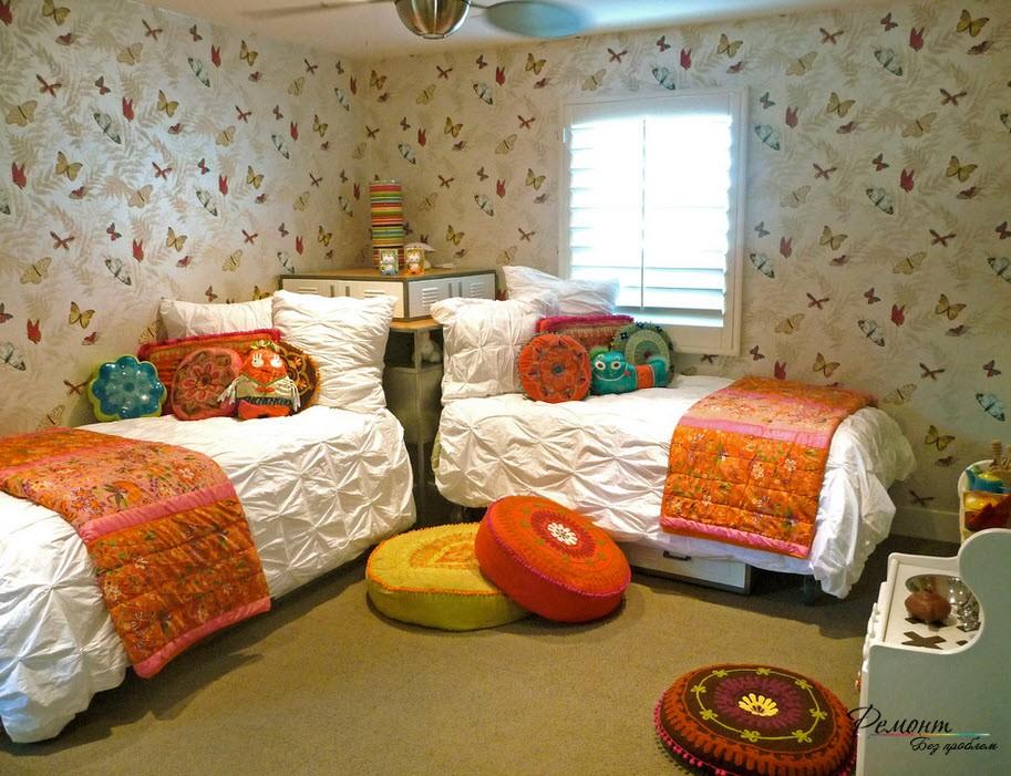 Кровати посталенные углом