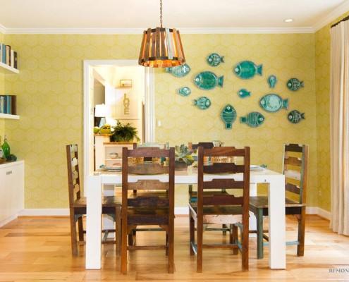 Тарелочки в виде рыб на стене