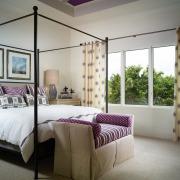 Фиолетовые штрихи в оформлении спальни