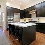 Черно-белая кухня – залог оригинальности