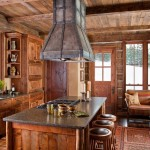 Природная теплота – дерево в интерьере кухни