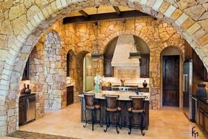 Каменная отделка в интерьере современной кухни